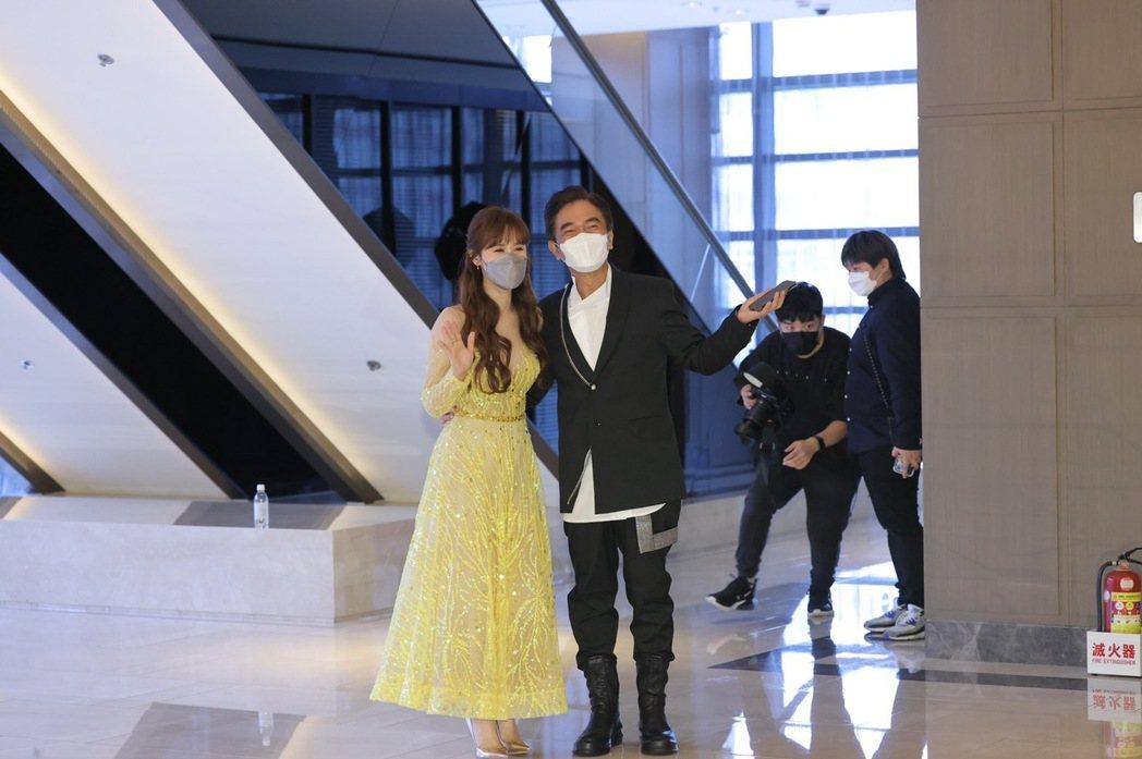 Sandy(左)和吳宗憲出席婚禮。記者李政龍/攝影