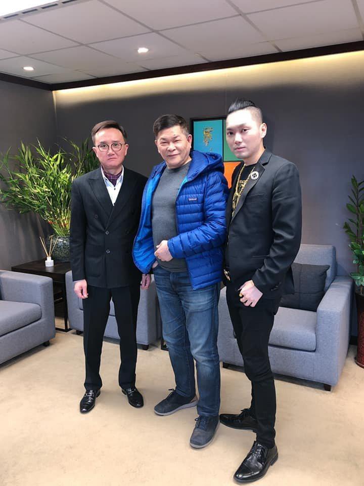 連千毅(右)先前已經邀請澎恰恰加入直播行列。圖/摘自臉書