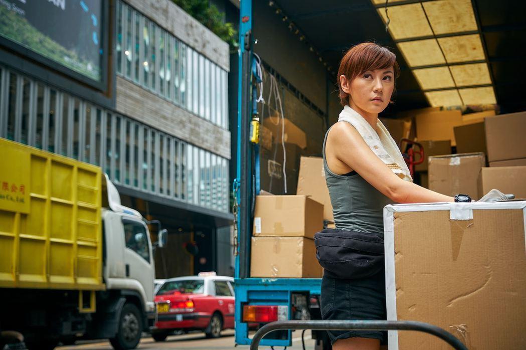 劉心悠在片中化身強力貨車女司機。圖/華映提供