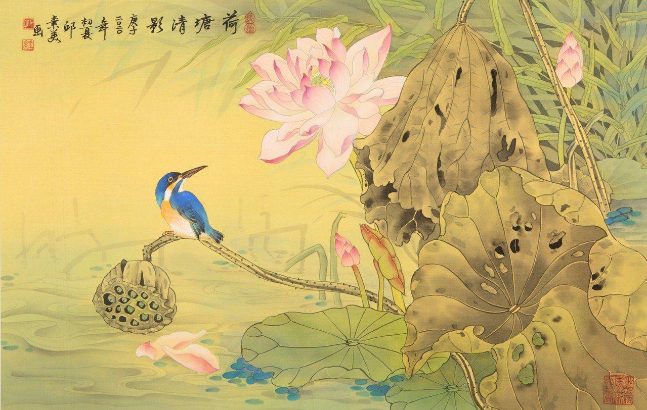 邱素美工筆畫作品《荷塘清影》,絹布,66x43cm。 圖/邱素美 提供