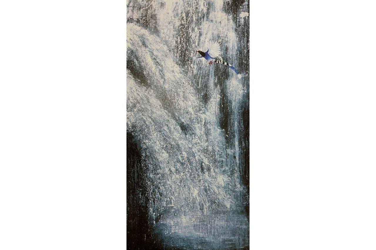 融合西方媒材與潑彩技法的作品《勇猛精進》,180x90cm,木板。 圖/邱素美