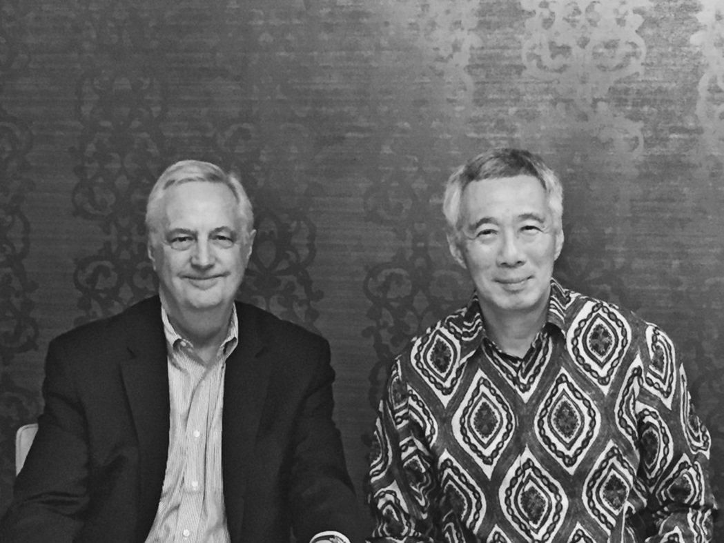 沈大偉與新加坡總理李顯龍合影。 圖/沈大偉提供