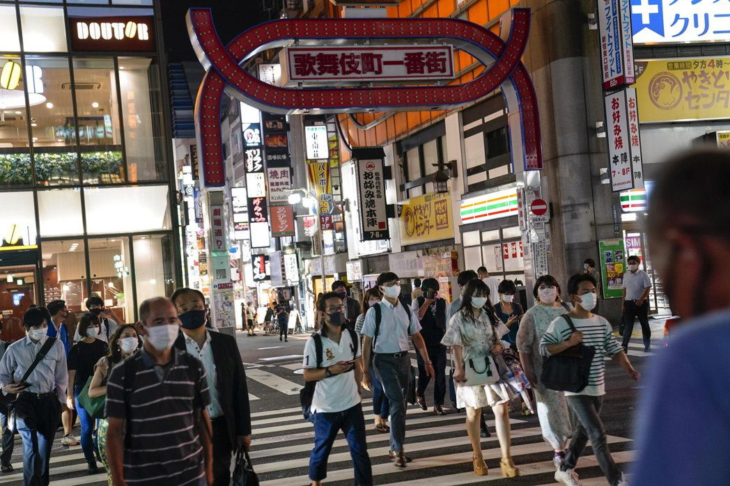 圖為日本新宿歌舞伎町。 圖/歐新社