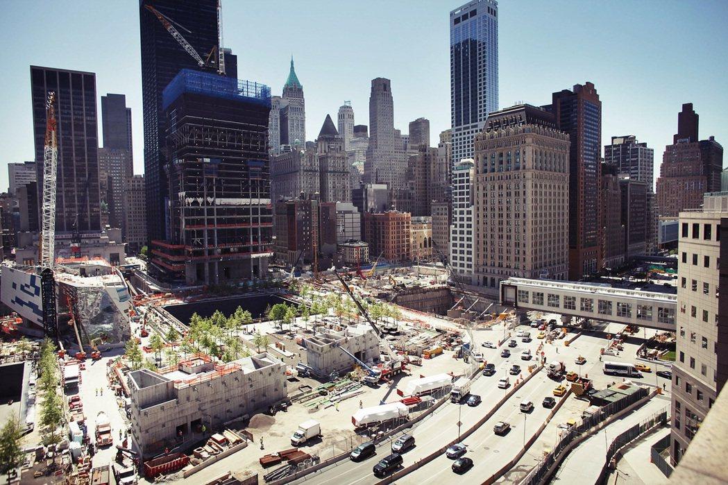 但曼哈頓下城區與世貿中心的商業活力雖然大幅提升,其中一項新增的經濟活動「911觀...
