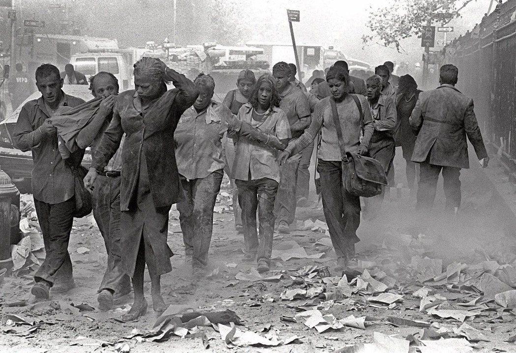 當年在客機衝撞下爆炸倒塌的世貿大樓南北雙塔,一共造成2,753人死亡。圖為當時現...