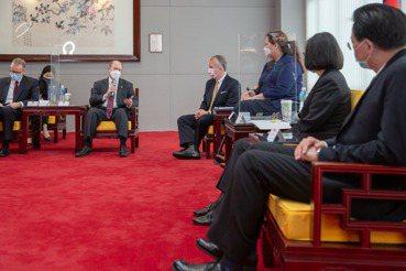 王宏恩/數字會說話:美國民眾支持台灣民調首次過半
