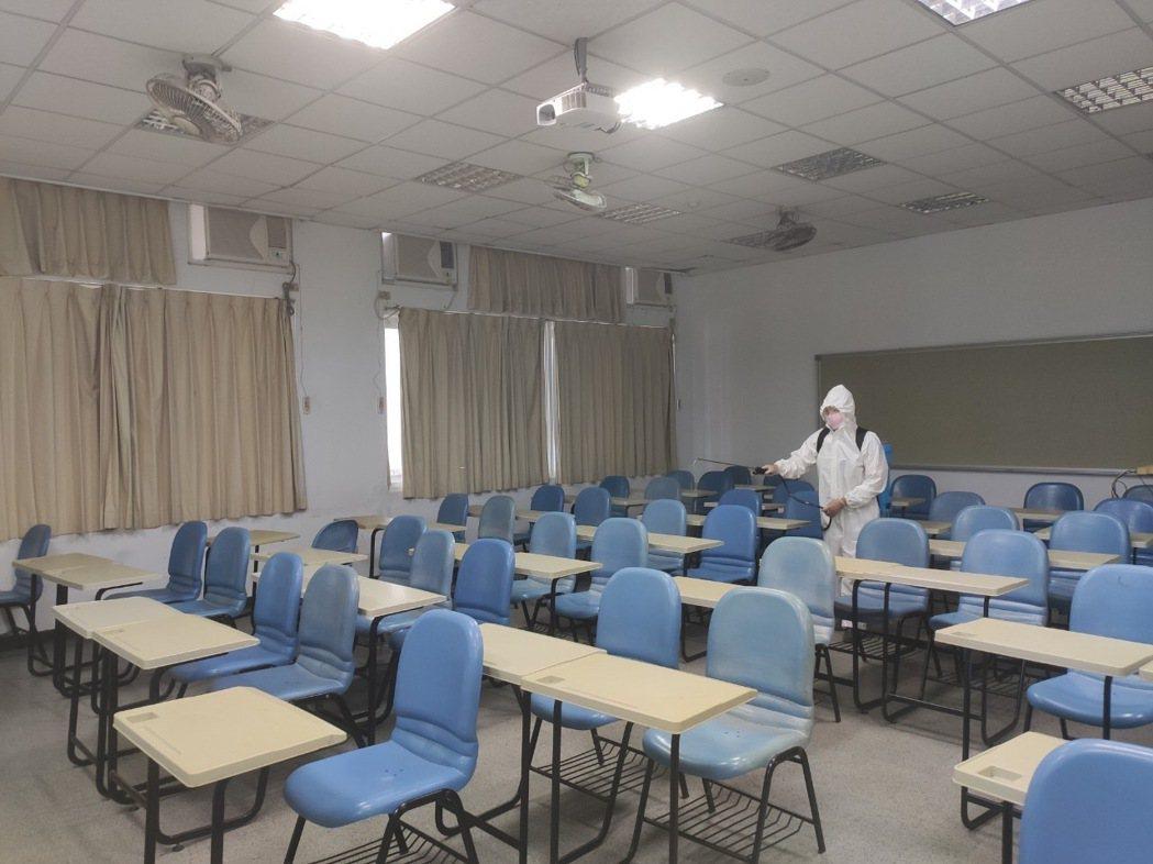 嘉藥為開學做準備完成全校教室清消。 嘉藥/提供