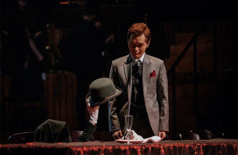 導演王嘉明今年改版推出舞台劇「混音理查三世」,強化「身聲分離」的戲劇張力,讓觀眾更能感受角色內心意念。(國家兩廳院提供) 中央社