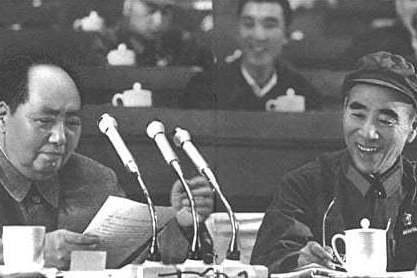 林彪(右)曾被定為毛澤東的接班人,最終卻死於非命。 圖/取自「看中國」網站