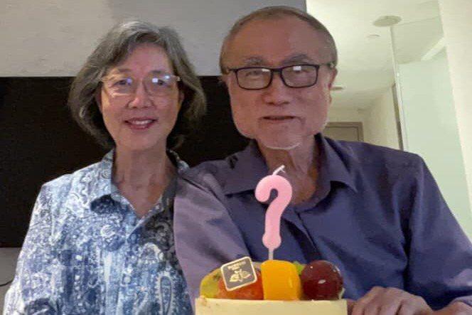 冠狀病毒之父賴明詔與妻子翁惠瑛一起在防疫旅館隔離,並在隔離中過生日。圖/取自賴明詔臉書
