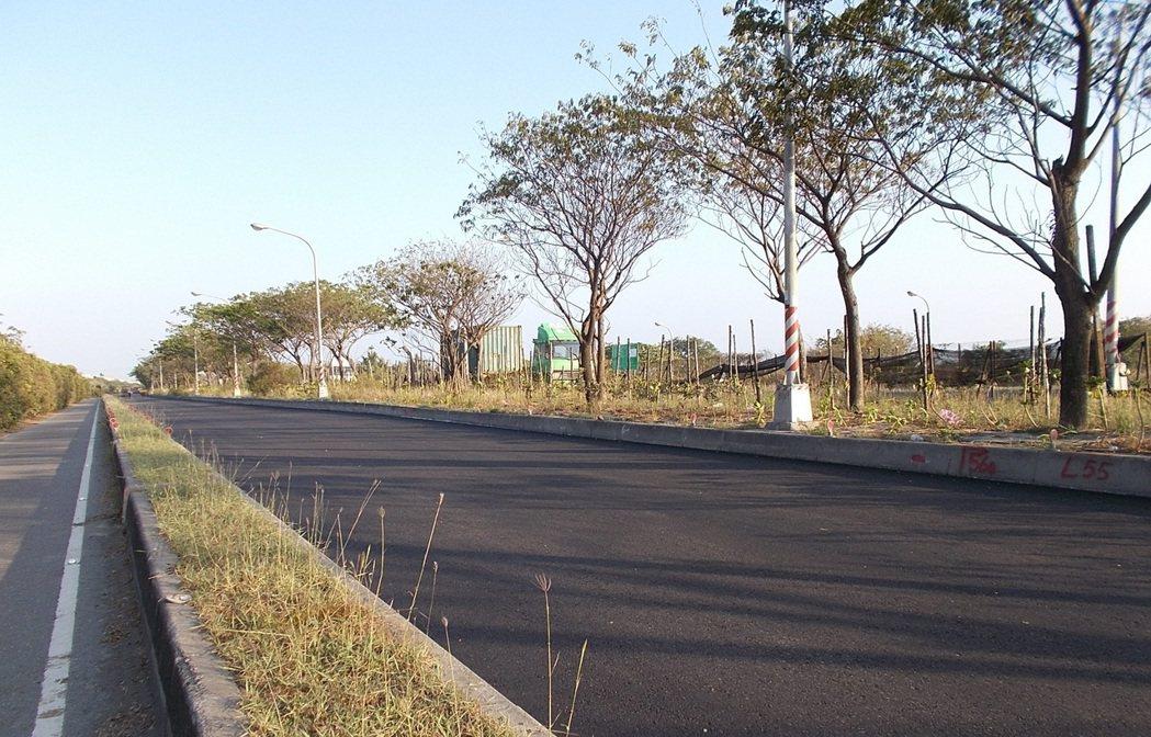 高雄市鋪築轉爐石瀝青混凝土的示範道路南星路,使用年限已延壽5倍以上。(中鋼/提供...