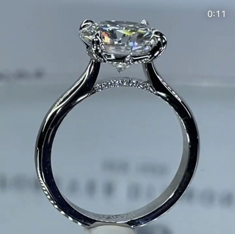 伊朗血統男模Sam Asgheari向紐約Forever Diamonds訂製布...