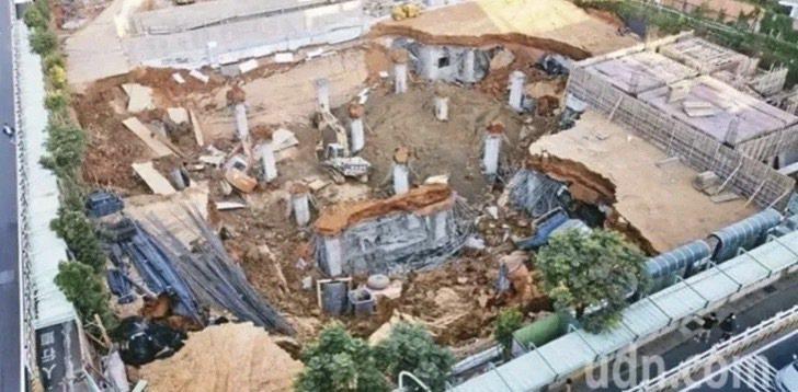 針對桃園市平鎮區文化公園地下停車場工程去年發生大崩塌,市政府交通局出面提6點反駁。圖/報系資料照