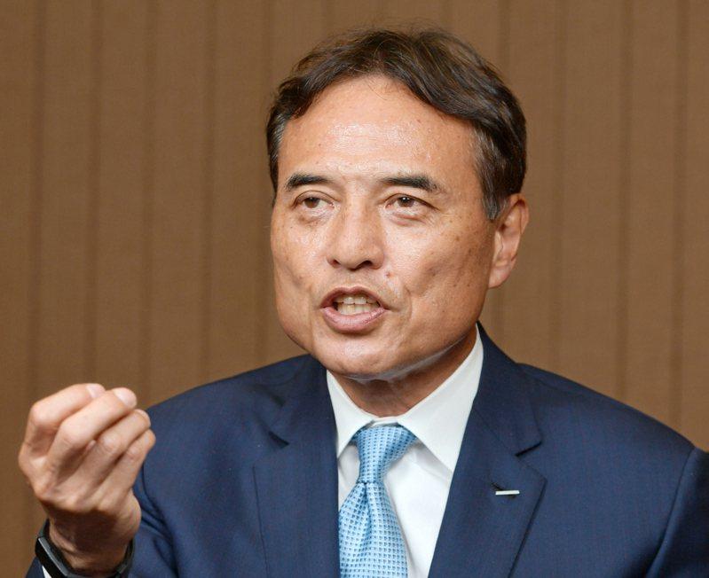 三得利控股社長新浪剛史提出「45歲屆齡退休」,在日本引發軒然大波。路透