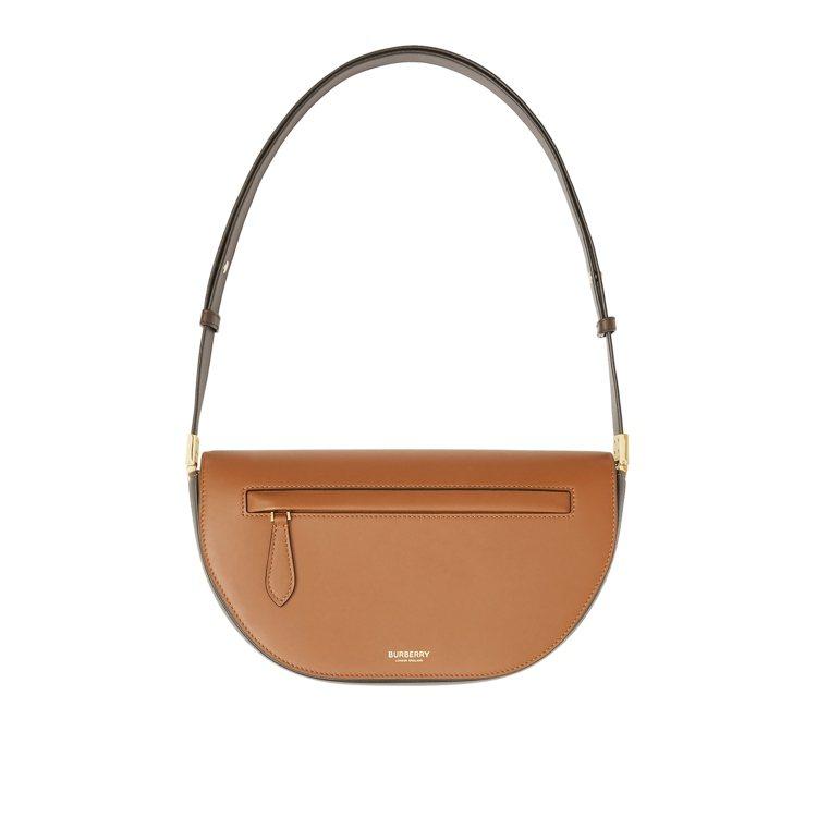 暖棕褐色小型雙色調皮革Olympia包,69,000元。圖/BURBERRY提供