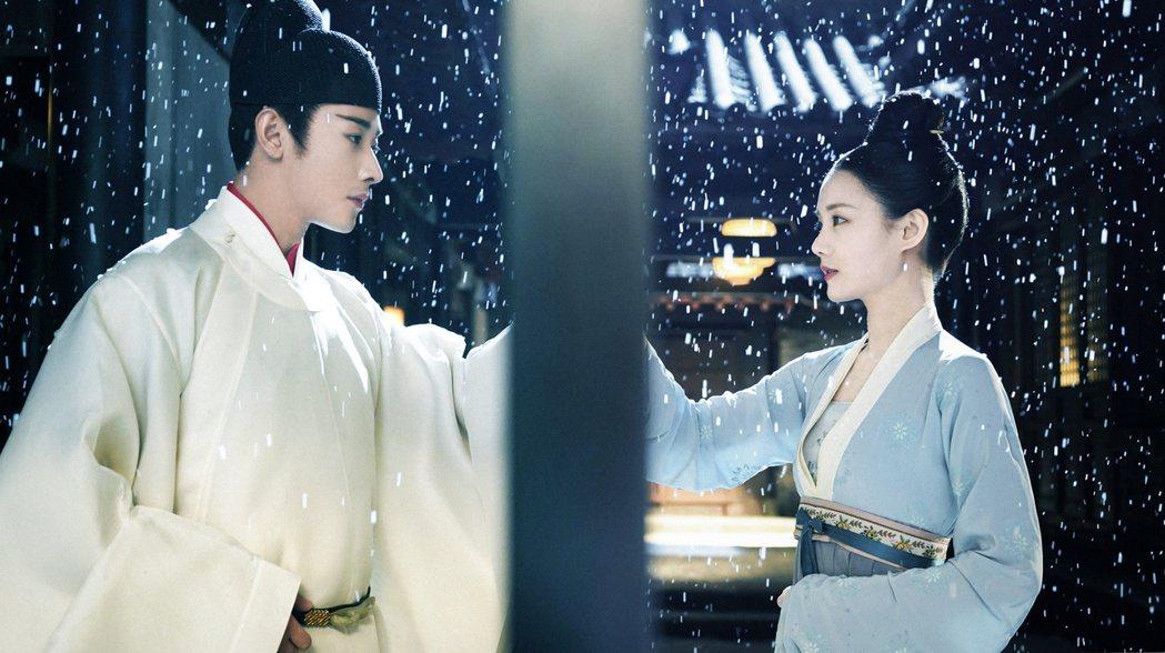羅晉(左)與李一桐在「鶴唳華亭」劇中有虐情橋段。圖/緯來戲劇台提供