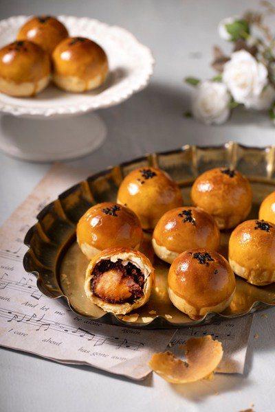 世界麵包冠軍王鵬傑的蛋黃酥外皮強調酥脆。圖/取自台灣美食技術交流協會網站