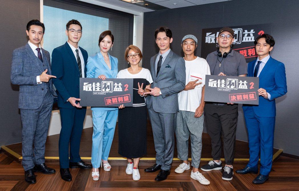 Darren邱凱偉(左起)、禾浩辰、天心、製作人陳慧玲、溫昇豪、導演林立書、導演...