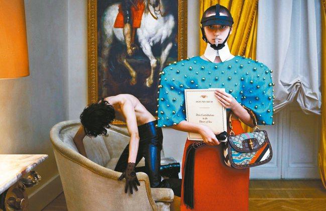 Aria系列形象廣告透過背景配色、模特兒的肢體和性別等來凸顯此系列「慾望本體論」...