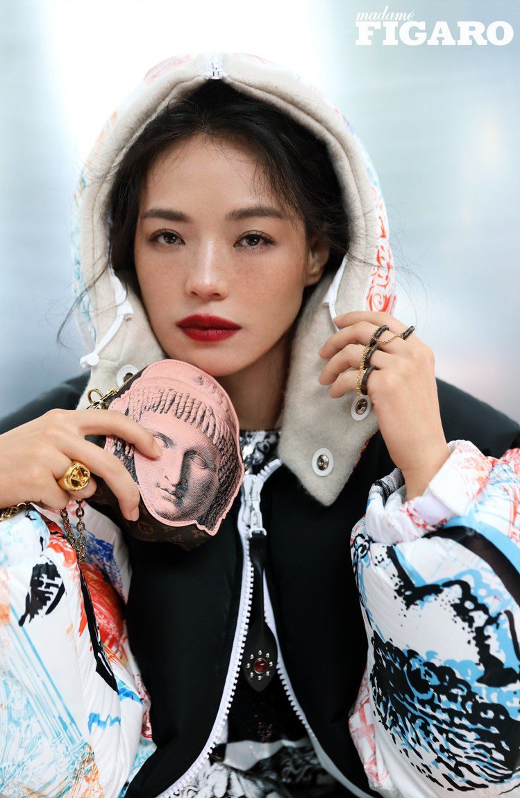 舒淇登上中國時尚雜誌。圖/摘自微博