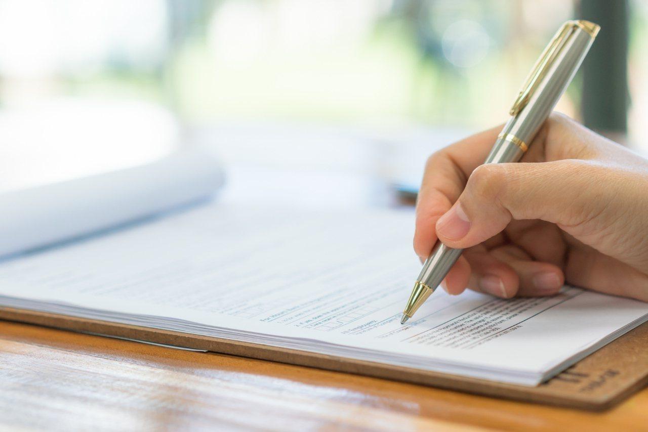 當發現繳納保費成為生活的負擔時,就應檢視目前手邊保單並且排列出對各類型保單需求的...