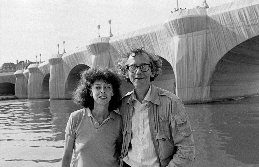 Christo&Jeanne-Claude創作雙人組,以包裹手法呈現出裝置藝術。...