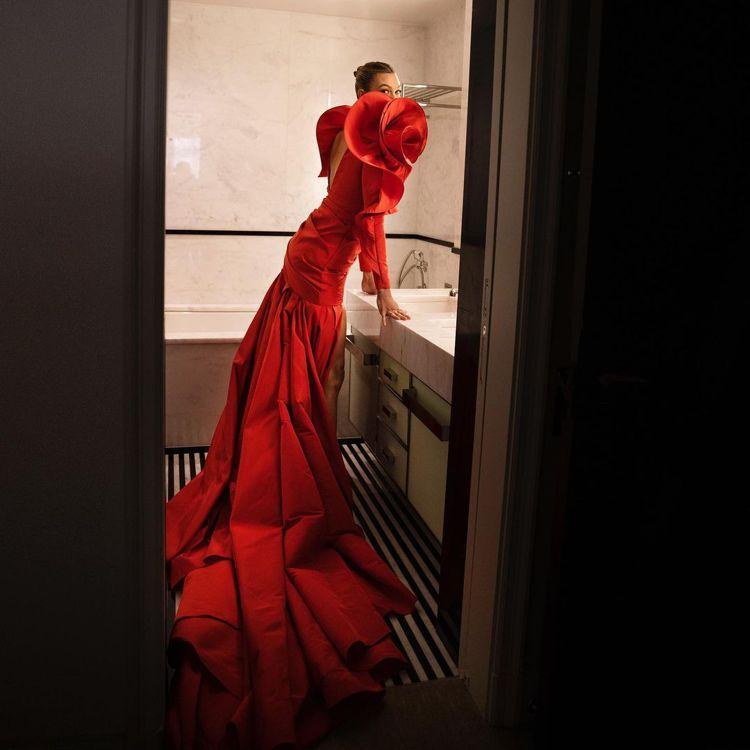 超模卡莉克勞斯出席Met Gala晚宴。圖/摘自instagram