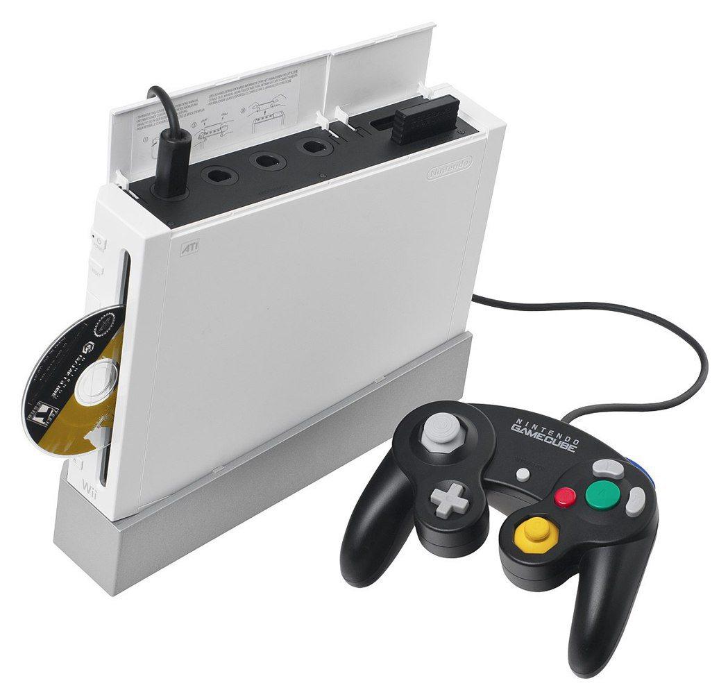 Wii 除了向下支援 GameCube 的遊戲之外,也支援周邊如手把和記憶卡。