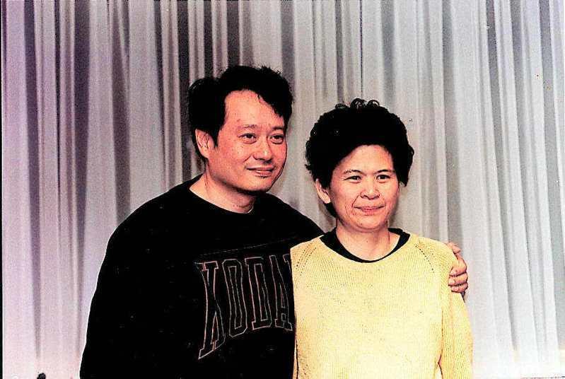 李安(左)視妻子林惠嘉為拍片精神支柱。攝於2001年,報系資料照