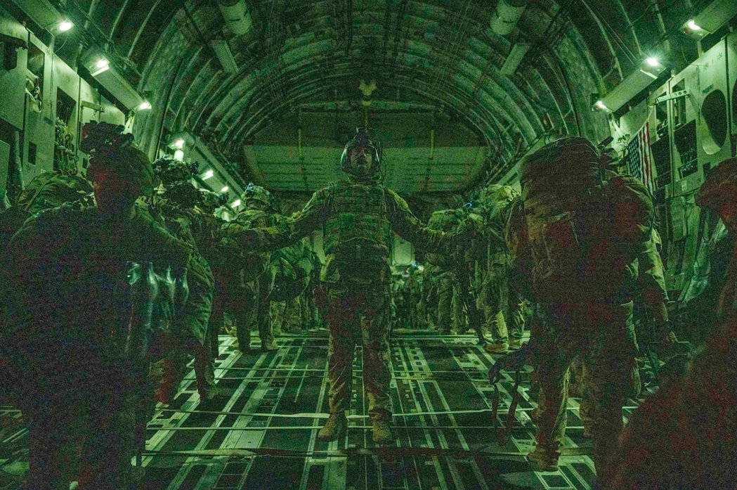 RAWA認為:美國所主導的軍事行動推翻塔利班政權,但長期以來導致阿富汗平民的大量...