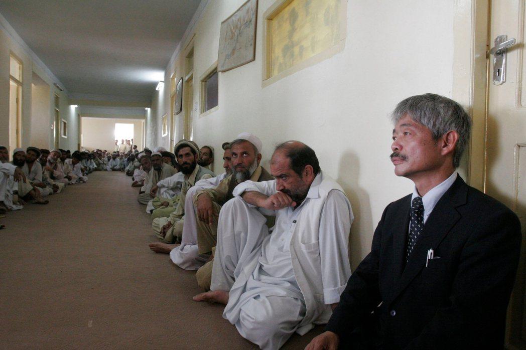 中村哲認為,國際社會對於援助阿富汗的成果,多聚焦於首都喀布爾的現代化,但在草根層...