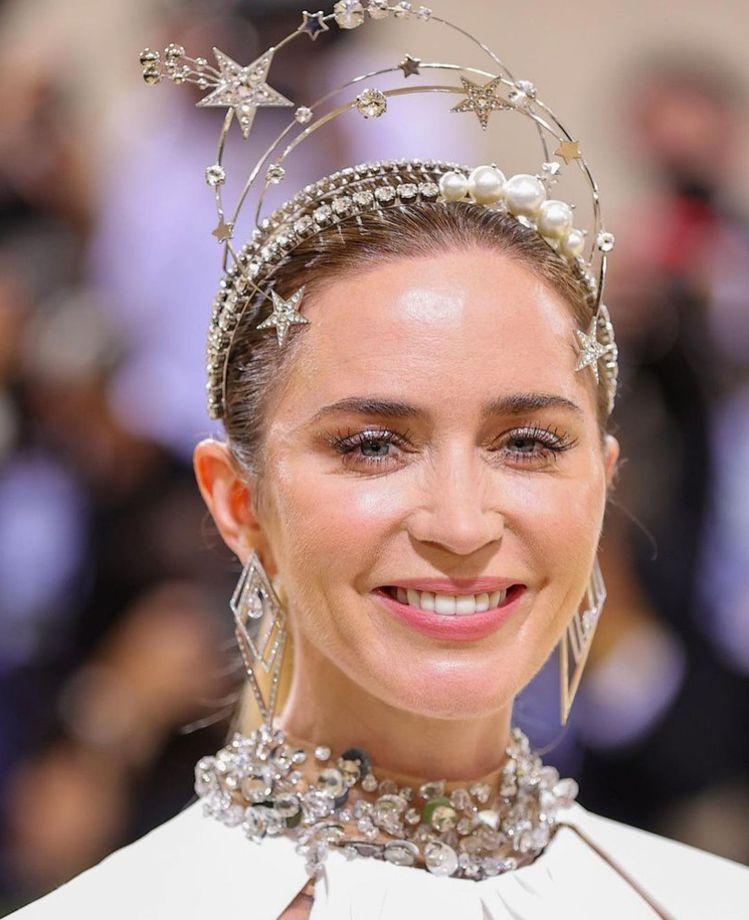 艾蜜莉布朗狀態極佳,成為Met Gala紅毯最美的齊格飛女郎。圖/取自IG