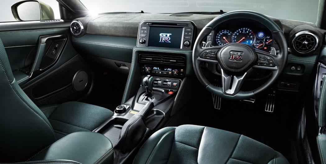 GT-R T-spec車型有專屬配色的內裝。 摘自Nissan