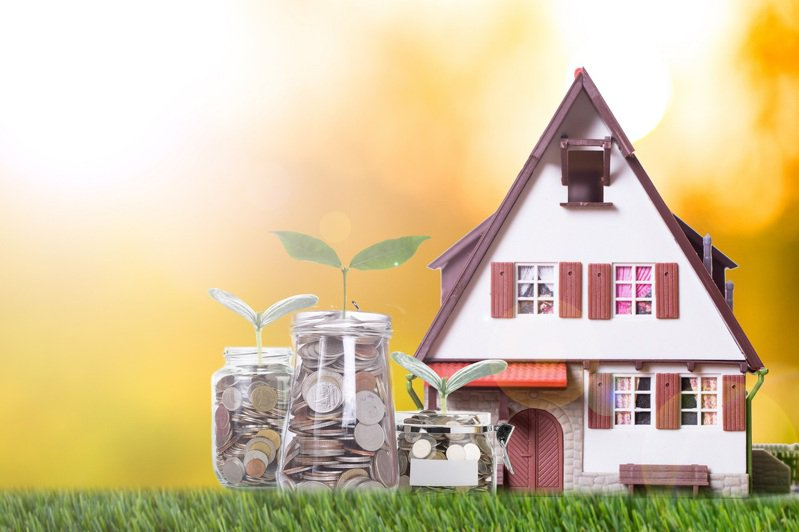 金管會統計光是今年前7月投資型保單初年度保費收入就已大賣新台幣3,402億餘元、年增率高達94.5%,不得不提醒民眾在投保前,需審慎思考相關投資風險,也特別針對高齡長者提出3大風險提醒。 圖/小花平台保險+提供