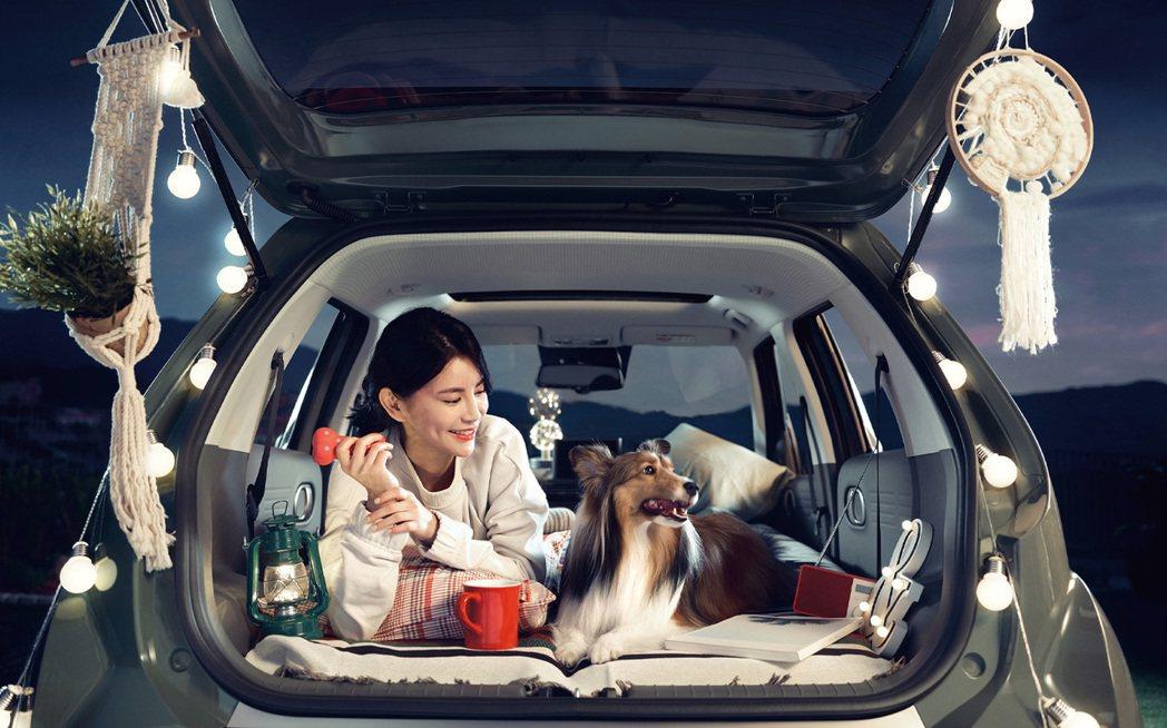 當前後兩排座椅全數傾倒後,Hyundai Casper車室可使用的空間長度達到2...
