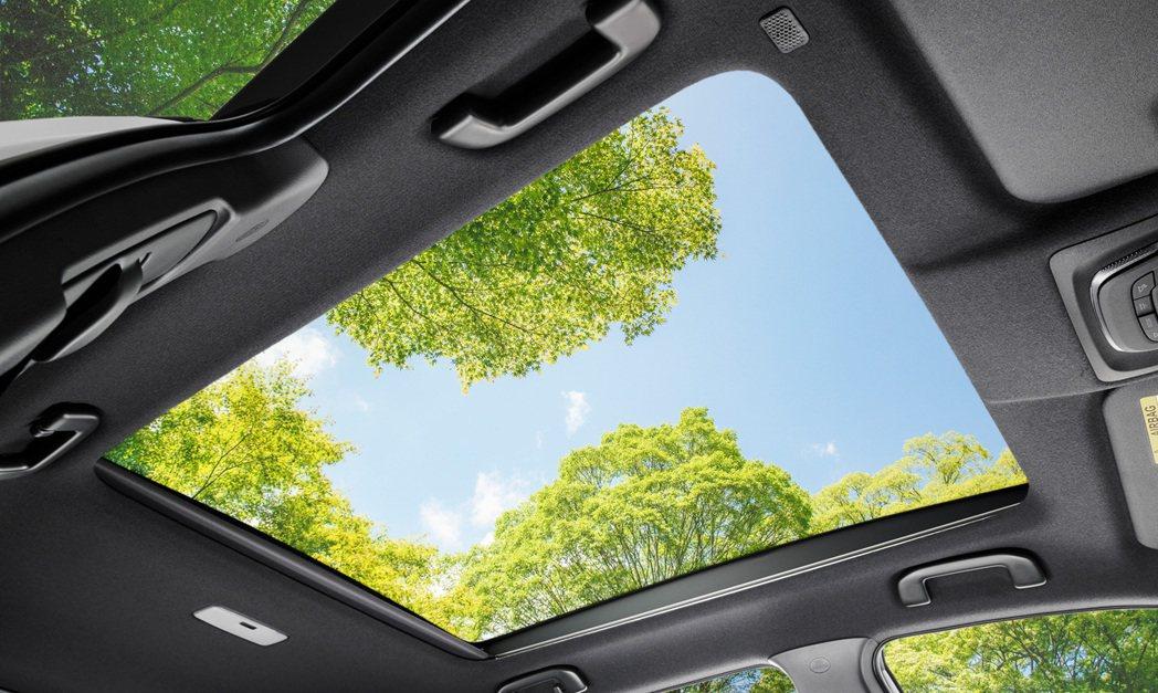 日規Corolla Cross可選配全景天窗。 摘自Toyota