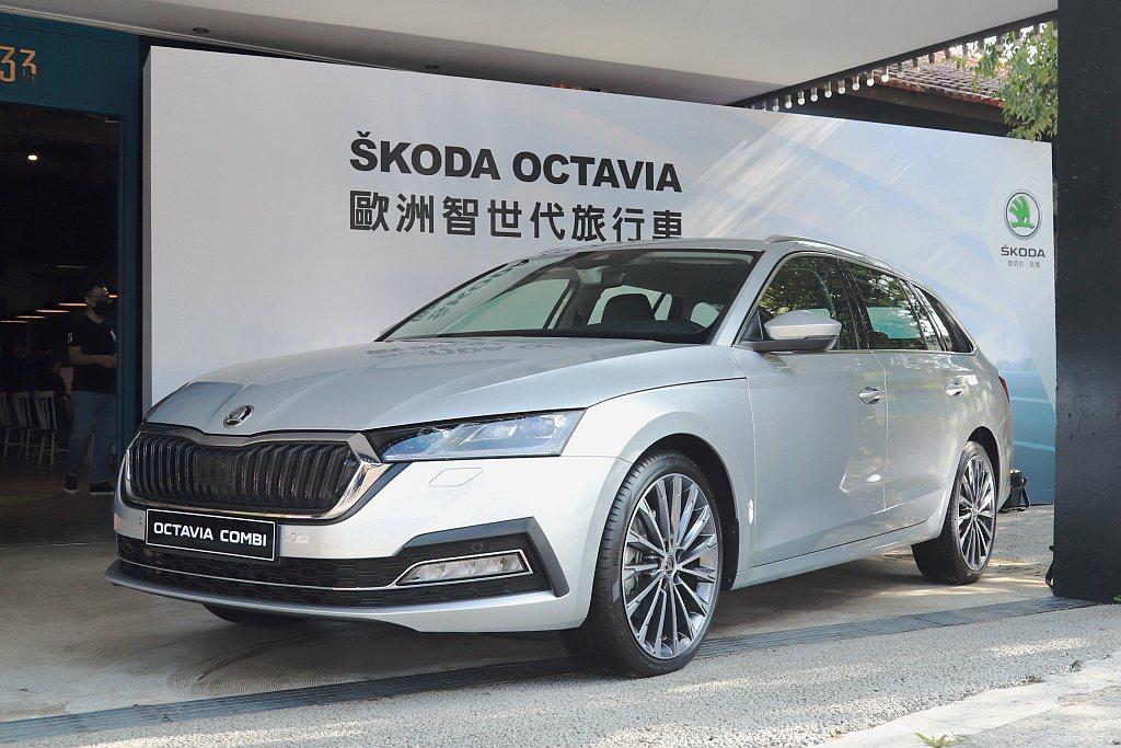 全新SKODA Octavia車頭造型,前保桿化身為X型,將水箱罩、氣壩、LED...