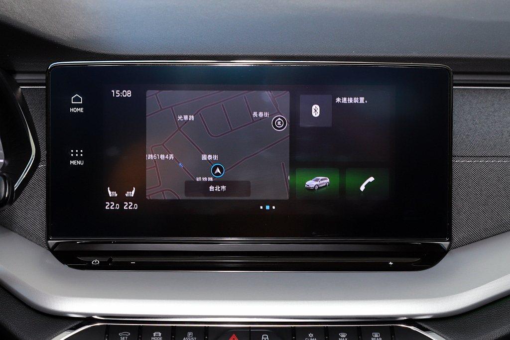 有如大型平板的多媒體聲控主機,除了手勢翻面以及觸控之外,此次又增添聲控功能:只要...