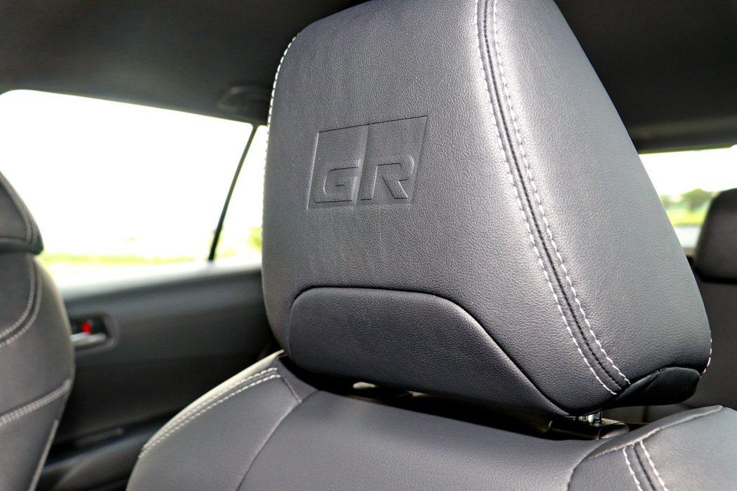 前座頭枕有GR字樣壓紋。 記者陳威任/攝影