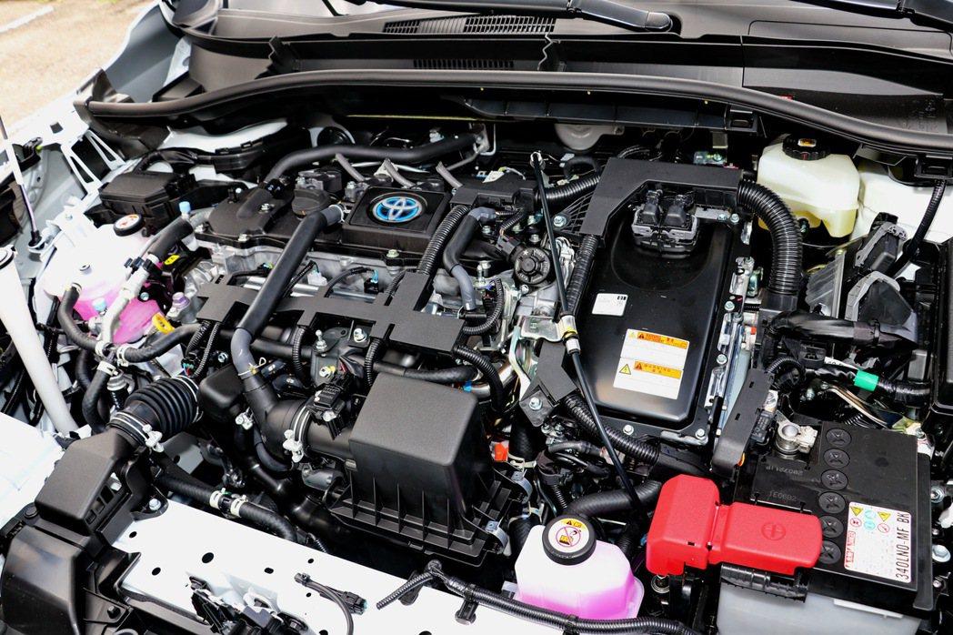 油電車型同樣搭載一具1.8升油電混合動力系統。 記者陳威任/攝影
