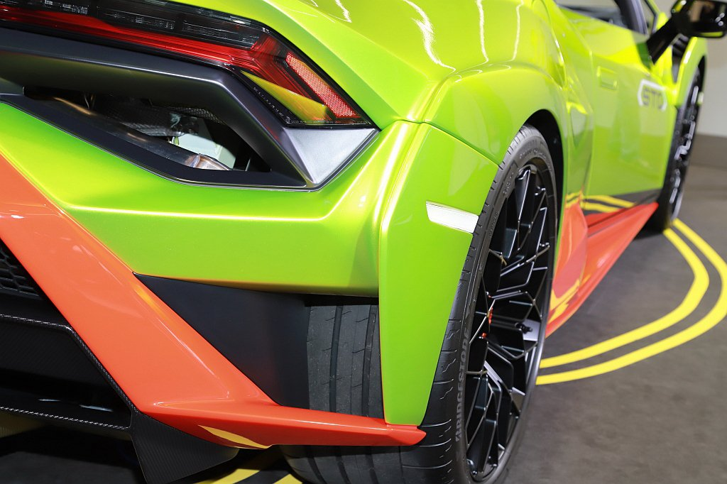 汲取Lamborghini成功的賽車運動經驗與成果,Huracan STO標配有...