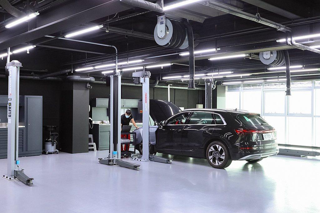 廠區內部3、4樓的車輛維修區,全廠採用Rotary Audi VAS認證型頂車機...