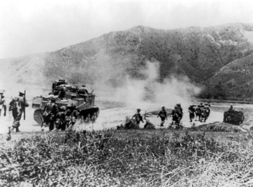 在英帕爾戰役中,使用M3李戰車追擊日軍的英軍。 圖/維基共享資源