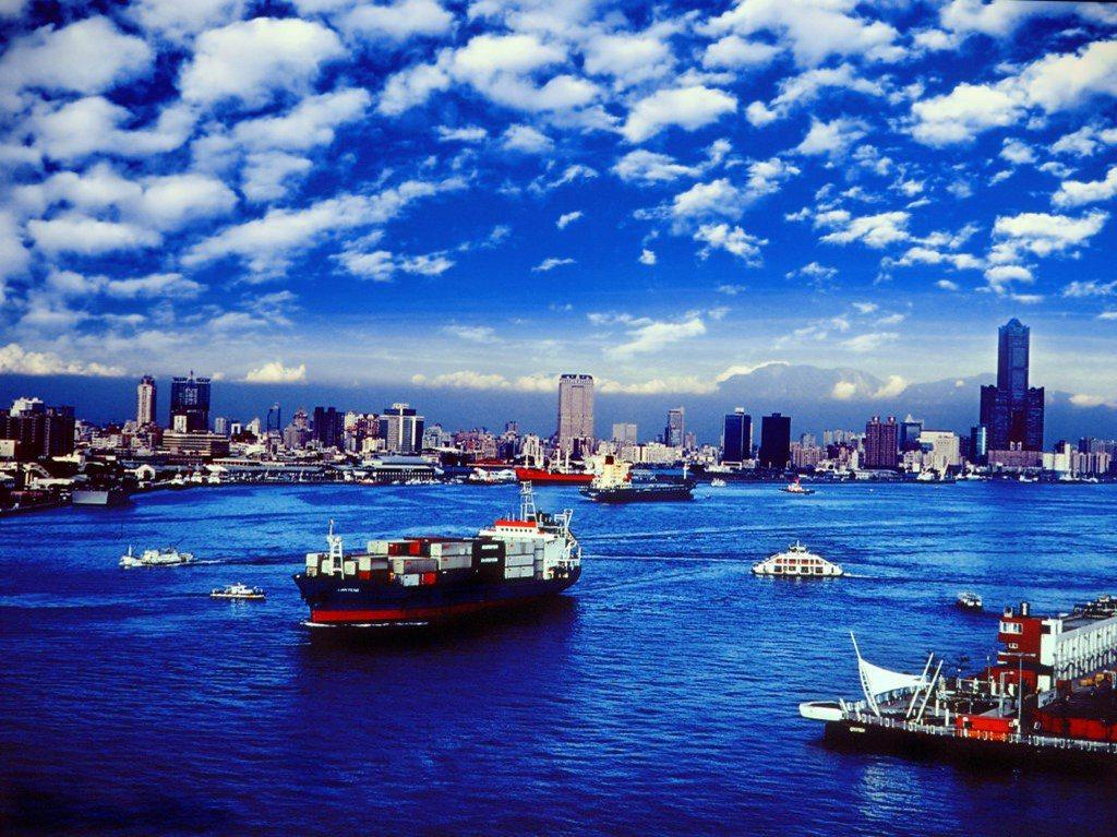 高雄港是高雄市重要經濟重心來源之一,透過海洋資源有效利用,可以讓高雄穩坐亞洲海洋...