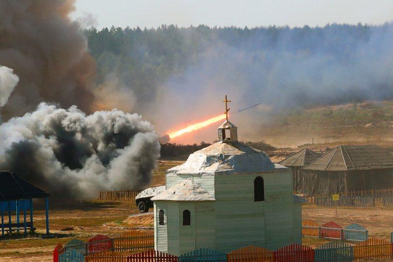 圖為9月12日在白俄羅斯布列斯特州拍攝的俄白「西部-2021」聯合戰略演習現場。新華社