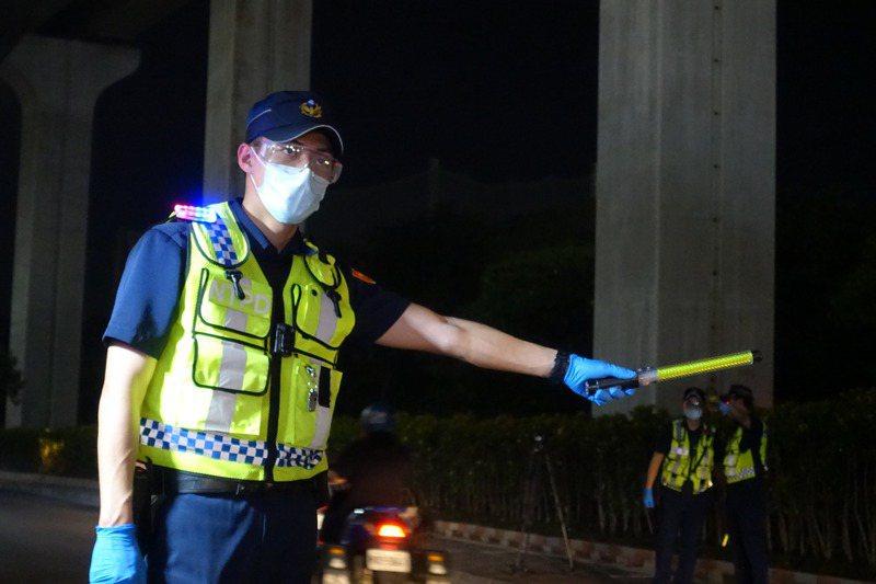 警方臨檢單憑目視外觀取締電動自行車改裝,執行上有難度。記者柯毓庭/攝影