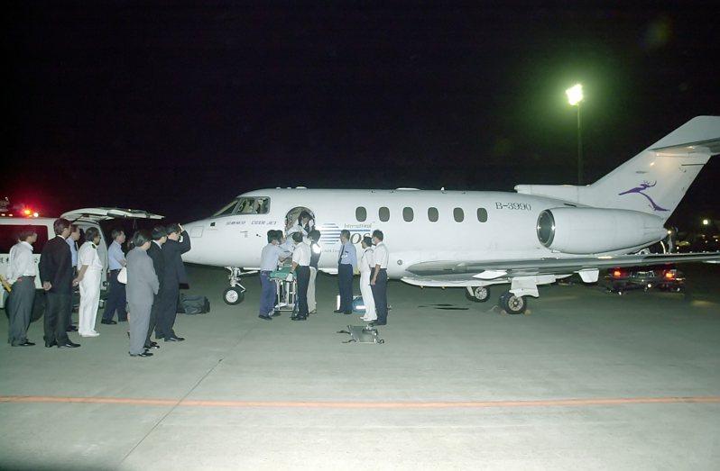 兩岸首例緊急醫療直航包機2006年9月14日由廣州白雲機場直飛台灣桃園機場。圖/聯合報系資料照片