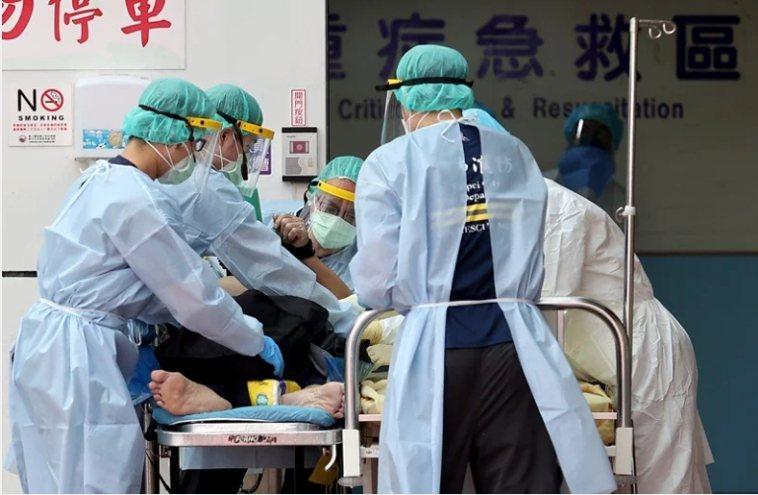 醫護人員表示,應該讓機組員在5月時來醫院做志工,才能理解醫療人員有多辛苦。圖/報...