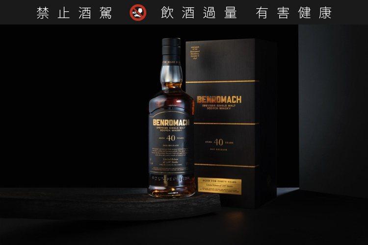 百樂門40年斯佩賽單一麥芽威士忌,酒精濃度57.1%,全台限量90瓶,售價新台幣...