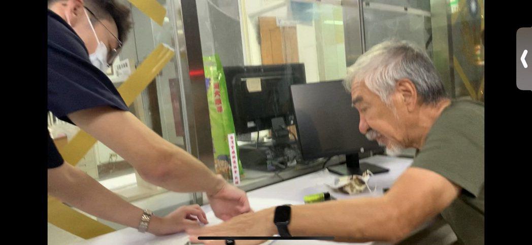 孫情到警局做筆錄。圖/鴻凱娛樂提供